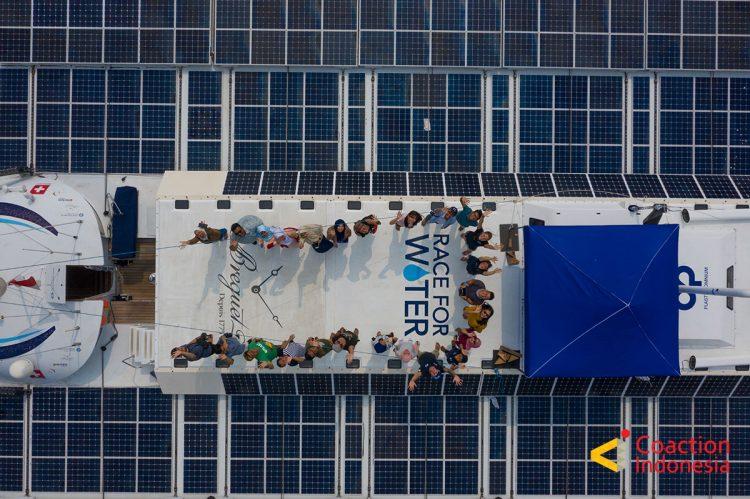 """Berkunjung Ke Kapal Race for Water Odyssey:  """"Tentang Kolaborasi Isu Laut, Sampah, dan Energi Terbarukan"""""""
