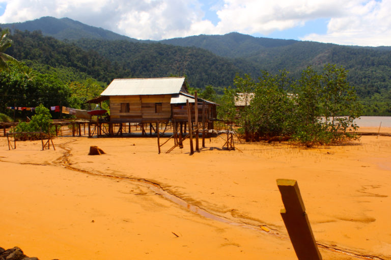 Begini tampilan tepian pantai kala ada tambang nikel. Foto: Jatam Sulteng/ Mongabay Indonesia